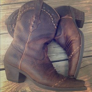 SOLD Ariat snip Pointed toe leather western boots